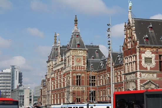 Amsterdam Centraal (Estación Central de Amsterdam)