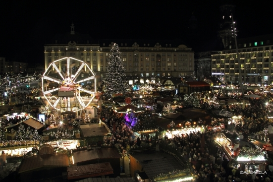 Dresden Striezelmarkt at night