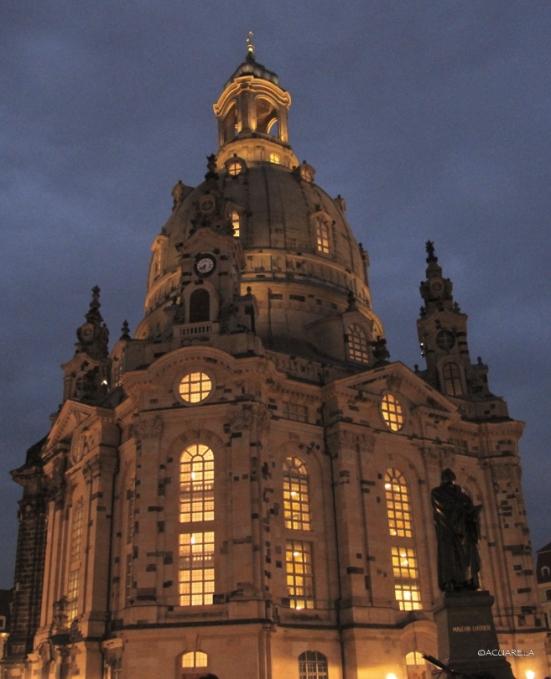 Iglesia de Nuestra Señora (Dresden Frauenkirche) at night